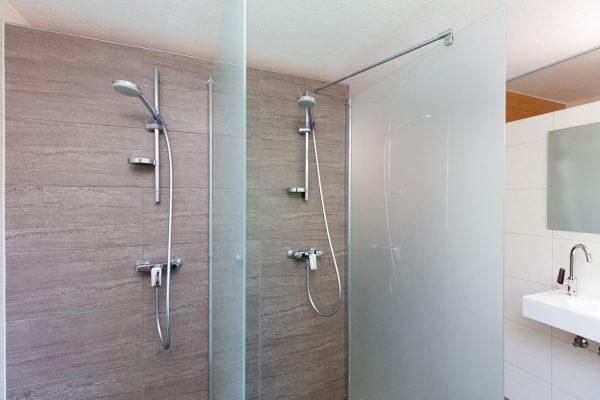 Duschen mit Glastrennwänden