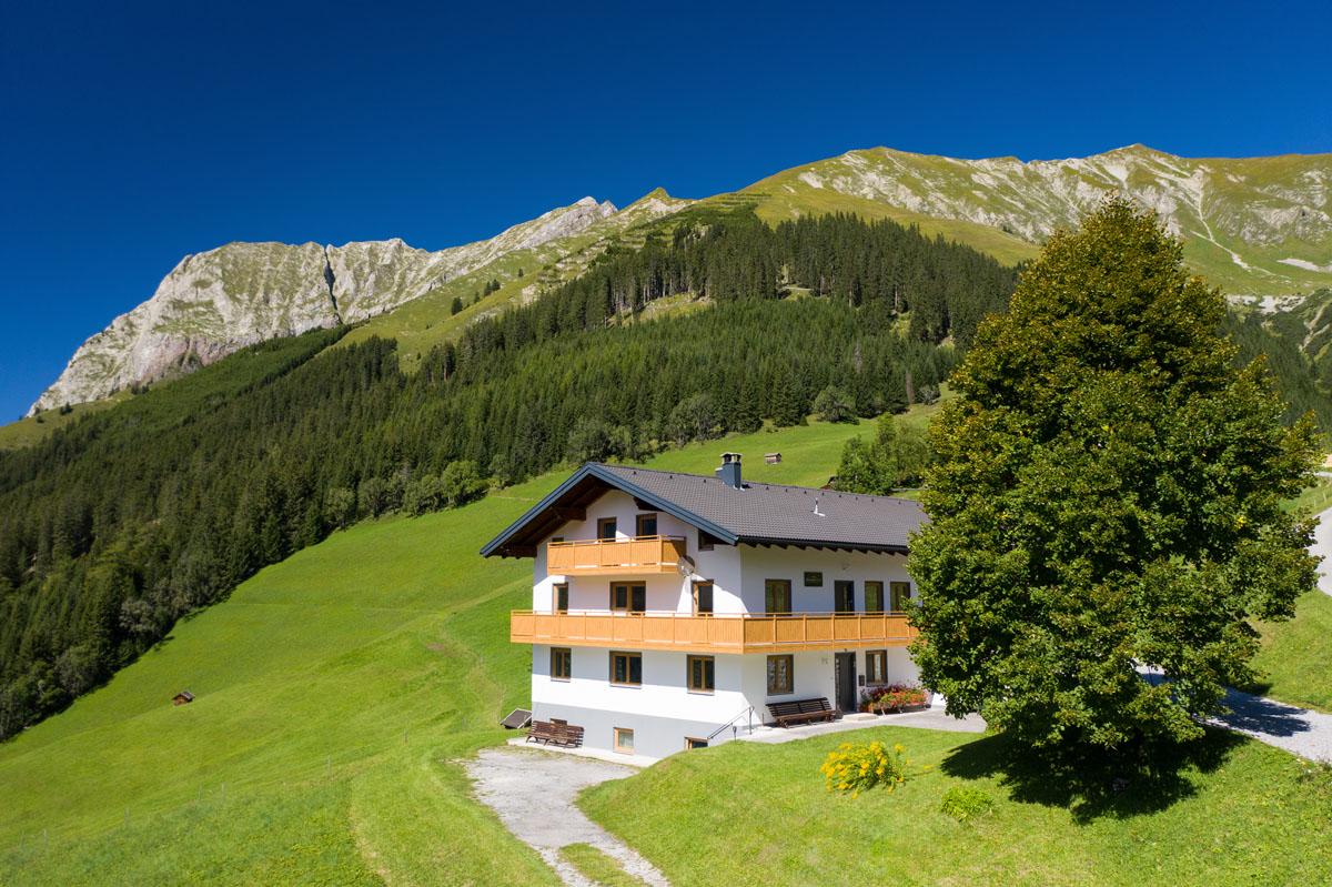 Das Selbstversorgerhaus in Tirol aus der Vogelperspektive